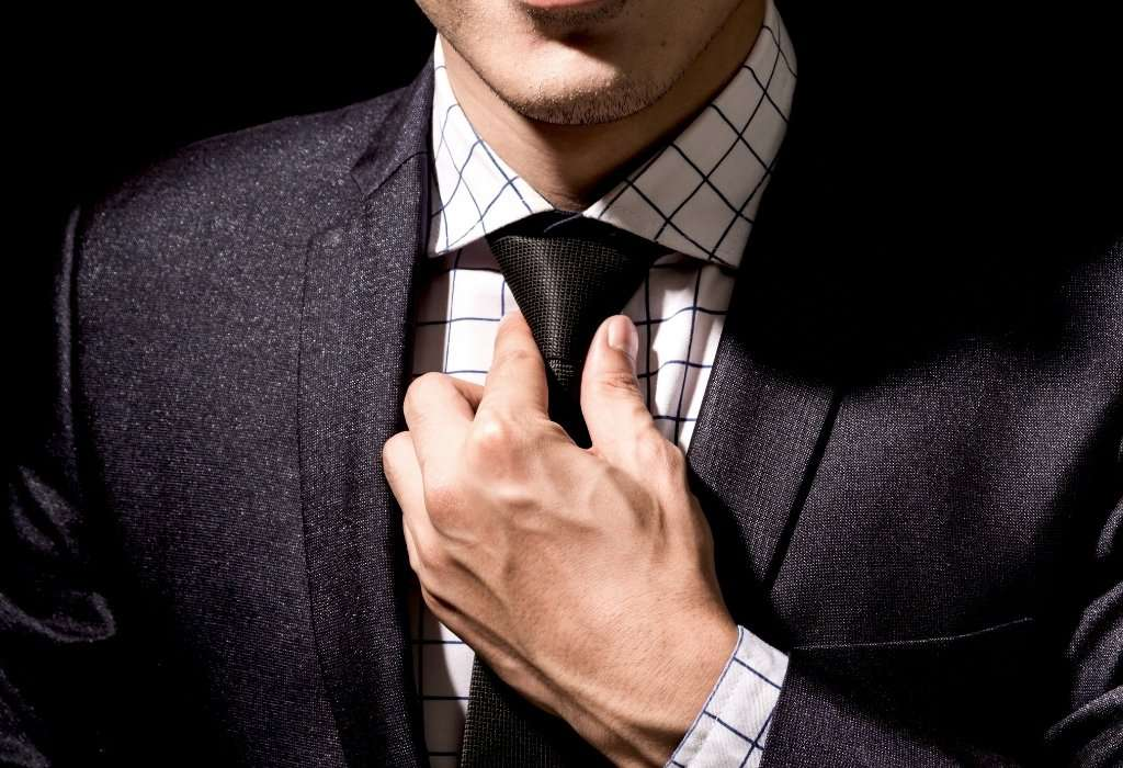 man in shirt and tie - match colors in men's clothing