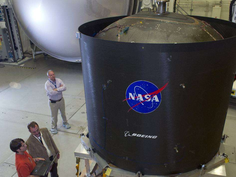 ESA wasn't the only one with this idea - NASA and Boeing were jointly developing a composite tank as well, like this one seen in 2014.