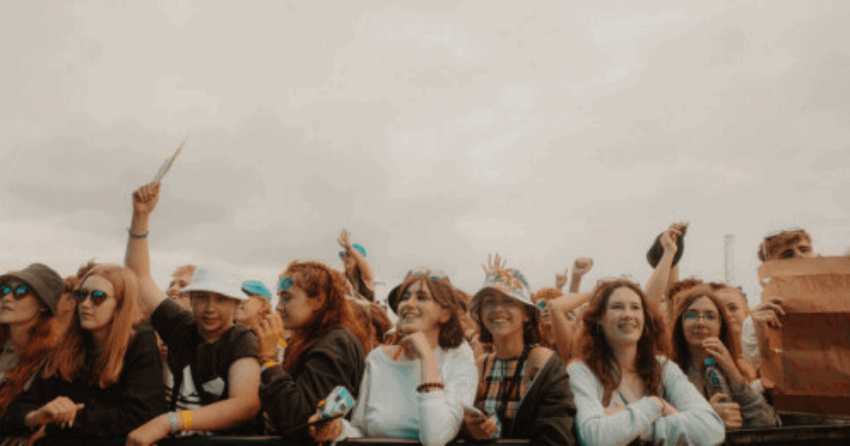 (via Girl Loses a Fingertip During Music Festival Mosh Pit)#